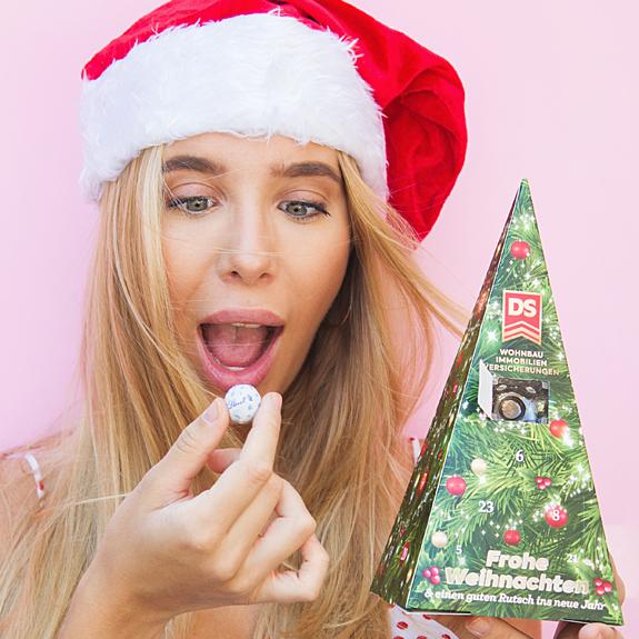 Süßigkeiten bedrucken als Werbeartikel Süßigkeiten zum Beispiel eine Adventskalender Pyramide mit Firmenlogo und eigenem Design.