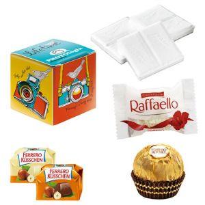 Promo Würfel Verpackung gefüllt mit Ferrero, Raffaello, Ferrero Rocher oder Dextro Energy, individuell bedruckt als Werbeartikel.