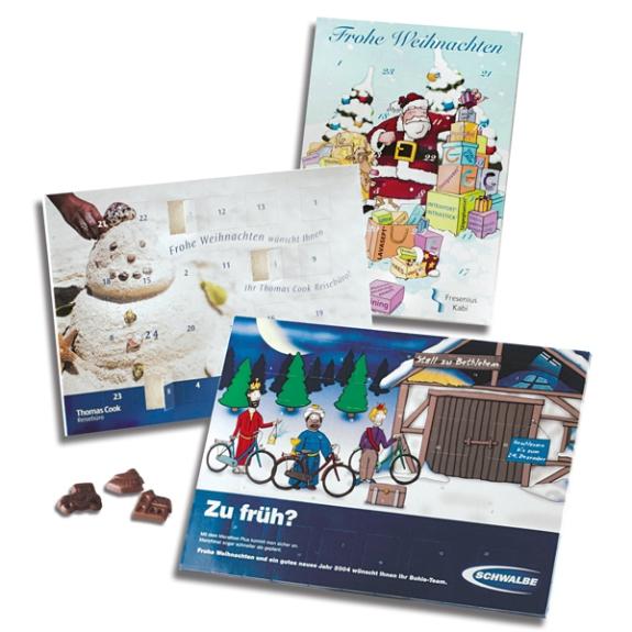 Der Adventskalender kann individuell bedruckt werden. Auch die Türchen-Innenseiten und hinter dem Blister kann individuell gedruckt werden. Die Schokolade kann nach Wunsch individuell geformt werden.