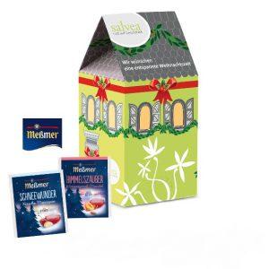 Der Adventskalender Tee-Haus ist in Hausform und kann individuell bedruckt werden auf allen Seiten, auch auf den Türchen-Innenseiten. Gefüllt ist der Kalender mit Meßmer Tee in verschiedenen Sorten gemischt.