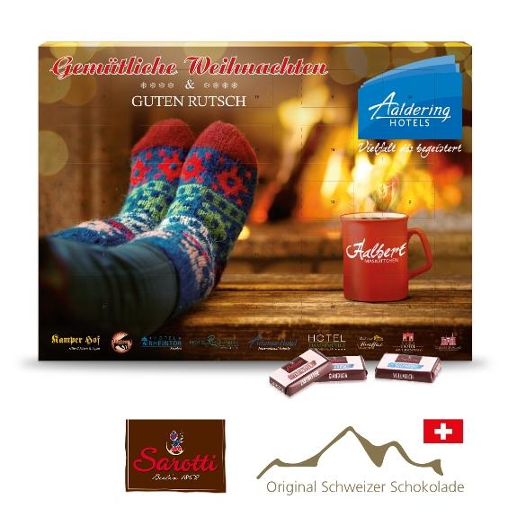 Der Adventskalender Sarotti wird individuell bedruckt auf Vorder- und Rückseite. Ein Druck auf den Türchen-Rückseiten ist ebenfalls möglich. Gefüllt ist der Kalender mit 4 Schokoladensorten von Sarotti.