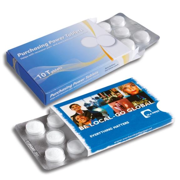 Das Compli-Mints-Blister ist gefüllt mit 10 Stück Pfefferminzpastillen. Die Blister sind verpackt im Schuber oder in einer Faltschachtel. Die Verpackungen können individuell bedruckt werden nach 4c Euroskala nach Wunsch.