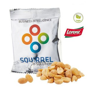 Erdnüsse im Tütchen der Firma Lorenz sind gesalzen und geröstet. Das Werbetütchen kann individuell bedruckt werden nach Wunsch.