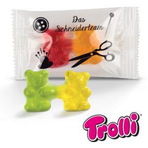 Fruchtgummi Teambärchen Trolli mit Werbedruck auf der Folie. Zwei miteinander verbundene Gummibärchen von Trolli mit Werbedruck auf der Folie.