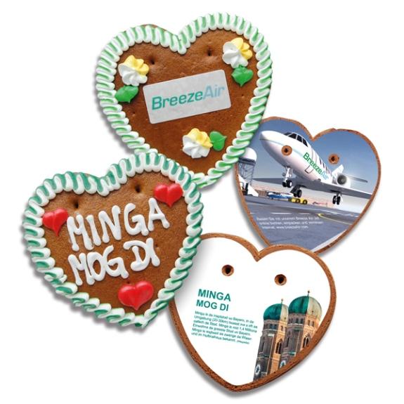 Lebkuchenherzen mit individuell bedrucktem Herzkarte als Werbegeschenk.