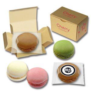 Die Macarons sind ein Baisergebäck mit individuellem Werbedruck auf einem Dekoraufleger oder aber auf einer Geschenkbox.