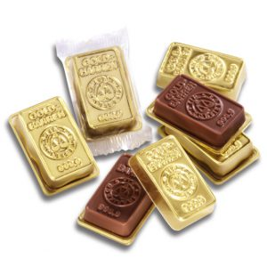 Der Mini Goldbarren ist aus 18g Vollmilchschokolade mit Standardprägung. Aber auch eine Sonderprägung ist möglich. Jeder Mini Goldbarren ist verpackt im goldenen Blister mit transparenter Folie.