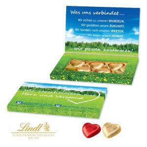 Die Schoko Herzen Lindt in Präsentbox mit Klappdeckel 5er kann individuell bedruckt werden. Die Präsentbox mit Grußkarte. 5 Lindt Herzen in einer Präsentbox mit individuellem Druck nach Wunsch.