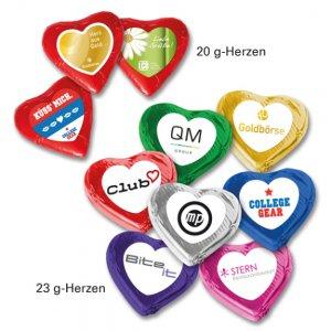 Schoko Herzen mit Etikett mit Logo bedruckt als Werbeartikel.