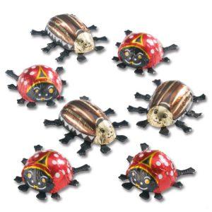 Die Maikäfer und Marienkäfer sind aus Schokolade. Die Maikäfer und Marienkäfer werden mit einem Werbeetikett versehen, dass individuell bedruckt wird.Ein Werbeetikett wird individuell bedruckt und auf die Unterseite der Käfer beklebt.