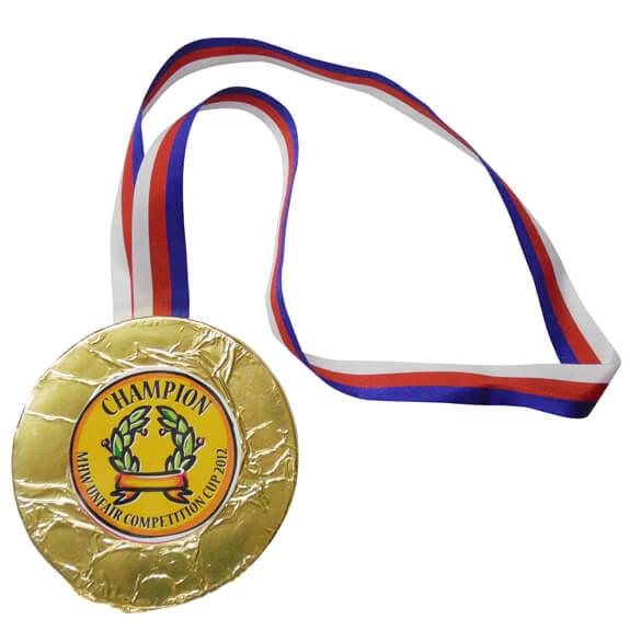 Schoko Medaille mit individuell bedruckten Werbeetikett und einem Band zum Umhängen.