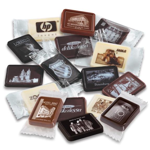 Schoko Täfelchen mit Zuckerdruck in 5g oder 10g. Mit Zuckerdruck direkt auf der Schokoalde. 5g oder 10g Schoko Täfelchen in Vollmilch, Zartbitter oder Weiße Schokolade. Mit braunem oder weißem Zuckerdruck.