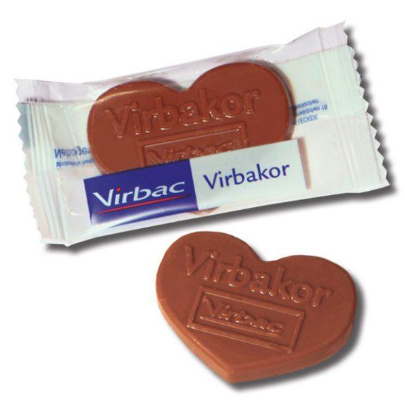 Kleine Schokoherzen individuell geprägt mit Ihrem Logo auf der Schokolade und individuell bedruckt auf kompostierbarer Folie.