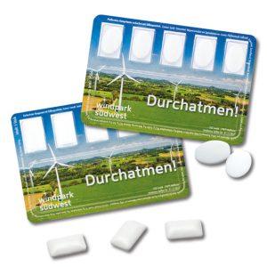 Die Smar Card ist mit 5 Kaugummis oder 5 Pfefferminzdragees gefüllt. Das Blister kann individuell bedruckt werden nach Wunsch.