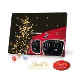 Der Tischkalender Lindt Gourmet wird individuell bedruckt auf allen Seiten und ist gefüllt mit 24 Lindor Kugeln. Der Kalender ist auch recyclebar und klimaneutral.