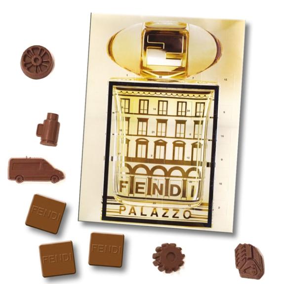 Der XL Adventskalender ist groß und kann individuell bedruckt werden auf der Vorderseite und Rückseite und Türchen-Innenseiten und auch hinter dem Blister kann gedruckt werden. Auch die Schokolade kann nach Wunsch gestaltet und geformt werden.