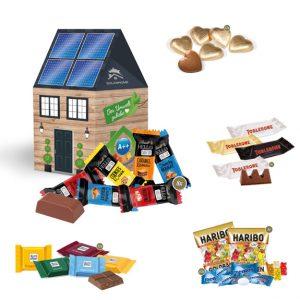 3D Präsent Haus mit Süßigkeiten befüllt und individuell bedruckt als Werbeartikel.