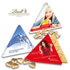Pyramiden Präsentverpackung Lindt individuell bedruckt und personalisiert als werbemittel. Lindt Herzen oder Lindt Täfelchen in Pyramide Verpackung mit Werbung bedruckt als Werbe-Pyramide.