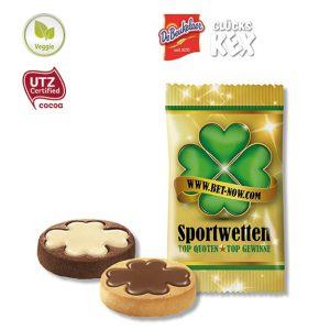 Der De Beukelaer Glücks Kex 4.0 ist veggie und UTZ-zertifiziert. Jeder Keks hat ein Kleeblatt aus Schokolade. Die Folie kann individuell bedruckt werden.