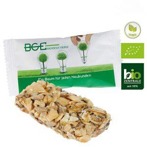 Der Bio Chia Riegel kann individuell bedruckt werden auf der weißen Folie. Müsli Riegel mit knusprigem Chia Samen in der Geschmackssorte Kern+Korn.