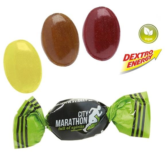 Die Dextro Energy Bonbons individuell gibt es in der Geschmackssorte Zitrone. Jedes Dextro Energy Bonbon ist gewickelt in weißer Folie. Der Wickler kann individuell nach Kundenwunsch bedruckt werden.