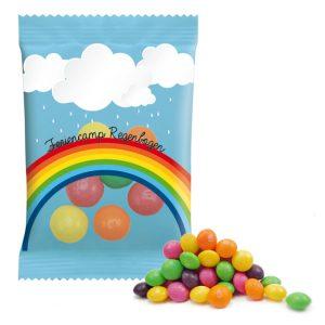 Die Skittles fruits und Crazy sours sind zuckerumhüllte Kaudragees verpackt zu 9g im Werbetütchen. Das Werbetütchen kann individuell bedruckt werden nach Wunsch.