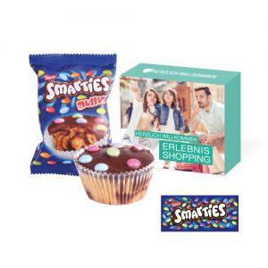 Leckerer Muffin der Marke Smarties, mit Smarties als Topping in individuell bedruckbarer Box