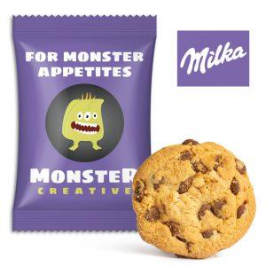 Der Milka Choco Cookie ist ein hochwertiger Keks mit Milka Alpenmilchschokolade und Schokoladenstückchen. Jeder Milka Keks ist einzeln verpack in weiter Folie mit individuellem Druck nach Wunsch.