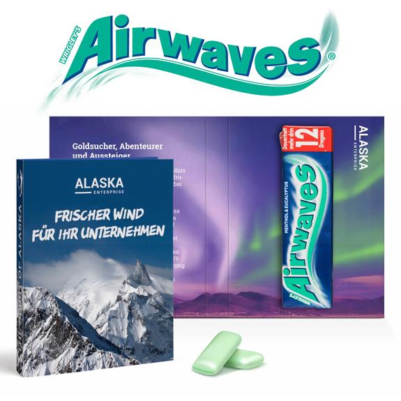 Das Wrigleys Airwaves Kaugummi Päckchen mit Menthol und Eucalyptus ist in einer Werbeklappkarte. Die Werbeklappkarte kann nach Wunsch individuell bedruckt werden.