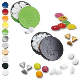 Die XS Taschendose wird individuell geprägt nach Wunsch. Weiterhin gibt es 12 verschiedene Füllungen und verschiedene Dosenfarben.