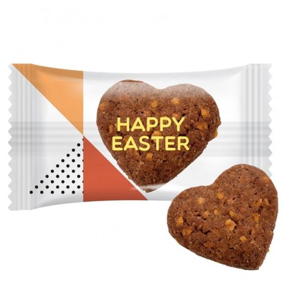 Herz Kekse mit individuellem Druck auf der Folie. Herz Kekse mit Kakao und Nußstückchen. Einzeln verpackt in Folie.