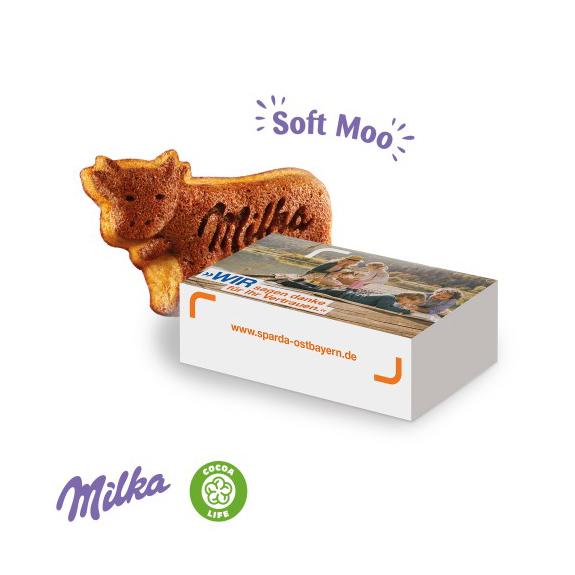 Milka Soft Moo Kuchen in Kuhform gebacken mit Schokoladenstücken. Einzeln verpackt in einer individuell bedruckten Werbebox als Schiebekarton.
