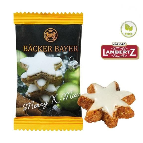 Zimtstern aus einer Haselnuss-Mandel-Mischung der Marke Lambertz, verpackt in weißem Werbetütchen individuell bedruckt.