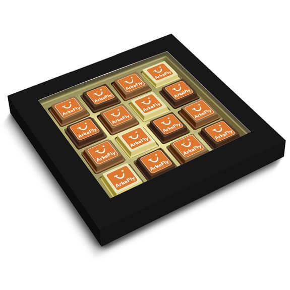 Pralinen bedruckt mit Logo direkt auf der Schokolade, verpackt zu 16 Pralinen in einer Geschenkbox mit Sichtfenster.