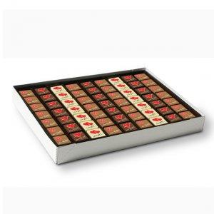Pralinen mit Logo bedruckt direkt auf der Schokolade, lose verpackt im Karton als bulk ware.