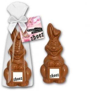 Osterhase mit Logo und Werbekarte individuell bedruckt. Osterhase mit Werbedruck. Osterhase Werbegeschenk und Werbeartikel Ostern. Osterhasen aus Schokolade bestellen.