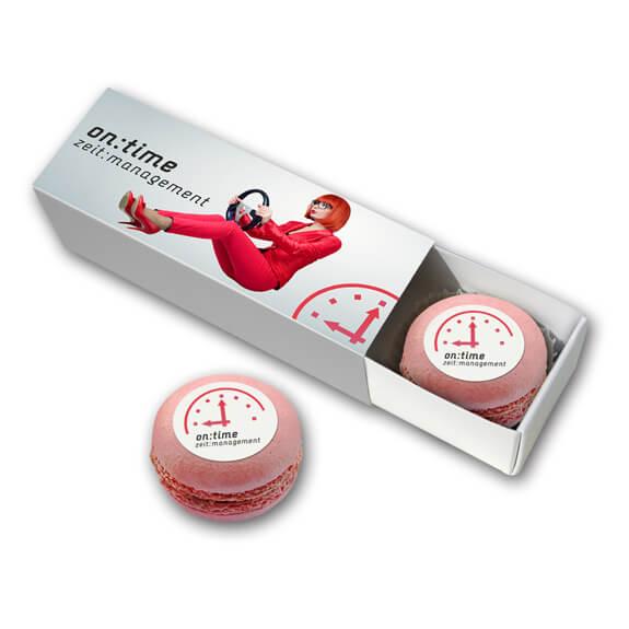 Macarons mit Logo bedruckt und verpackt in einer Werbekartonage mit individuellem Druck.
