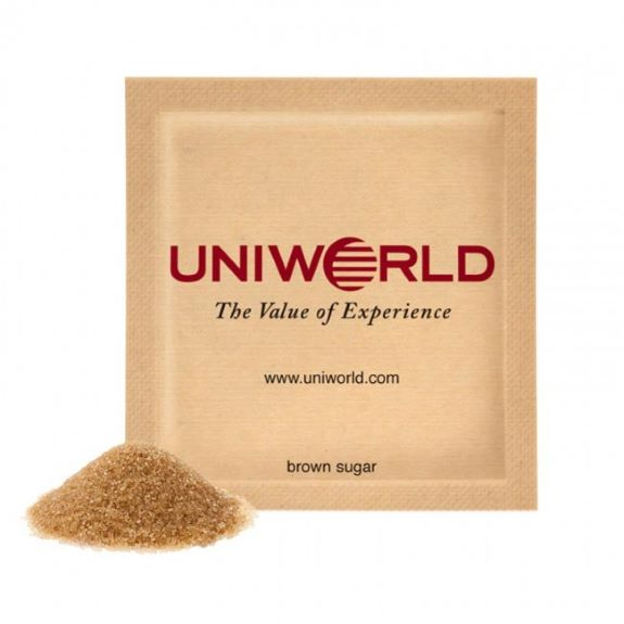 Zuckertüten mit braunem Zucker individuel bedruckt mit einem Logo als Werbeartikel..