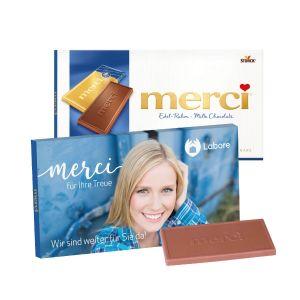 Merci Schokolade individuell bedruckt auf einer Werbekartonage als Werbeartikel.
